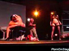 გოგონა ცეკვა ფეტიში ბიჭები