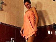 רוסיות מקלחת צעירות ווייר אוננות