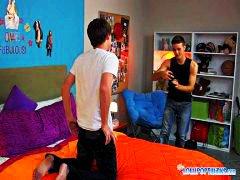 אנאלי הומואים דוגמניות צעירות
