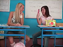 לסביות אורגזמות בית ספר צעירות מבוגרות