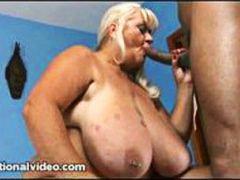 Голема Убава Жена Црн Со Долги Цицки Малку Дебела