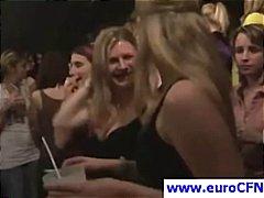 חובבניות מציצות לבושות וערום אירופאיות קבוצתי
