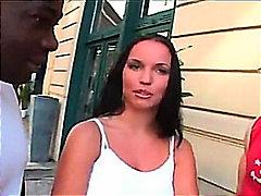 חדירה כפולה גמירה על הפנים רב גזעי שני גברים ואישה