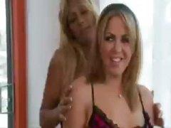 Blondid Võrksukad Kiimas Lesbi Lakkumine