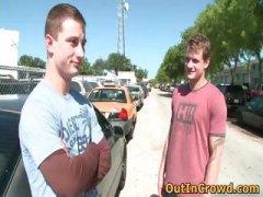מציצות הומואים חרמניות בחוץ ציבורי