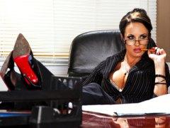 Esmer Büyük göğüslü Fetiş Orgazm Porno yıldızı