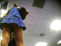 מצלמה נסתרת צעירות מתחת לחצאית ווייר צעירות