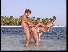 חוף יפות זין גדול בלונדיניות גמירות