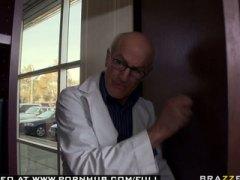 ברונטיות ציצים גדולים רופא פנטזיה פטיש