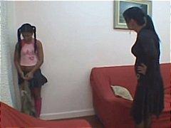 בחורה לטיניות אמא צעירות עם מבוגרים לטיניות