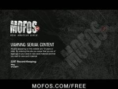 Beib Brünetid Sõrmega Kodus Masturbeerimine