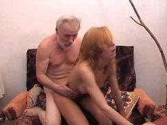 בחורה צעירות עם מבוגרים רוסיות מבוגרות צעירות