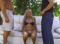 Anaal Blondid Suhuvõtmine Diivanil Mõlemasse Auku