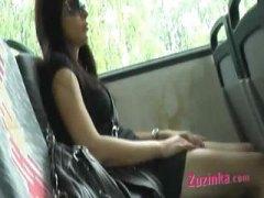 ברונטיות באוטובוס צ'כיות אוננות בחוץ