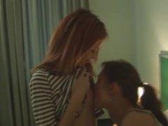 לסביות נשיקות ליקוק