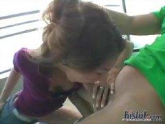 תחת גמירות גמירה על הפנים בחורה הרדקור
