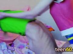 کیر مصنوعی لزبین نو جوان انگشت کردن لزبین
