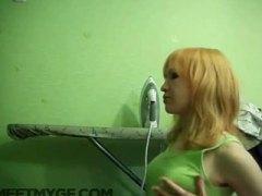 Amatieri Blondīnes Orālais sekss Dziļā rīkle Ejakulēšana sejā