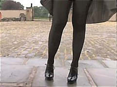 نكاح اليد سيدات رائعات خارج المنزل جوارب طويلة