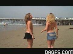 חובבניות תחת חוף ביקיני בלונדיניות