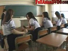 אסיאתיות לבושות וערום יפניות משחק בית ספר