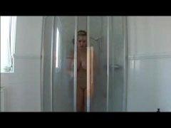 ברונטיות גברת ביגוד תחתון מילפיות מקלחת