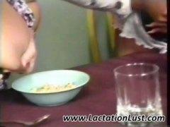 פטיש חלב שלושה משתתפים ציצים לסביות
