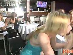 Suhuvõtmine Riides naine vs alasti mees Grupikas Orgia Pidu