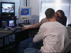 מציצות גמירות הומואים במשרד מצחיק