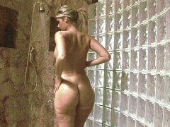 יפות בלונדיניות מקלחת