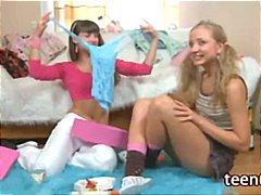 לסביות צעירות צעצועים בית ספר בחורה