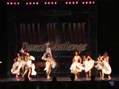 רוקדות צעירות ג'ינג'יות