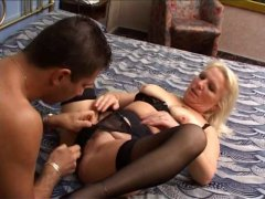 Young guy fuck a milf