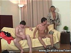 Баба Зрели За Секс Тројка Шмукање Кур