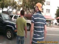מציצות הומואים בחוץ ציבורי הומואים צעירים