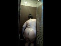 מלאות חזה גדול מקלחת