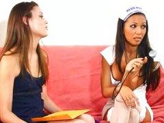 אסיאתיות לסביות אחיות פוסי