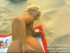 Pláž Blondýnky Vyvrcholení Sperma V Obličeji Nahý