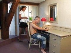 אנאלי ביגוד תחתון עוזרת בית