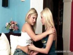 חובבניות בלונדיניות ארוטי נשיקות לסביות