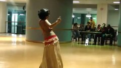 חובבניות ערביות רוקדות