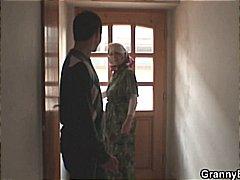 סבתות עקרת בית מבוגרות אמא נשואה
