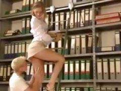 אנאלי גרמניות בחורה הרדקור במשרד