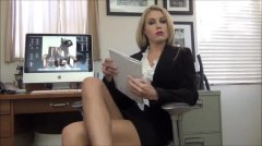 כוסיות בלונדיניות זין השפלה במשרד