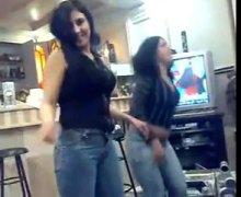 חובבניות ערביות בחורה ביגוד תחתון רוקדות