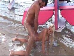 אנאלי כוסיות חוף בלונדיניות מציצות