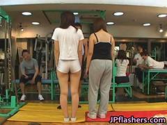 חובבניות אסיאתיות חזה גדול יפניות בחוץ