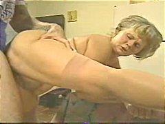 סבתות חרמניות שני גברים ואישה צעירות עם מבוגרים