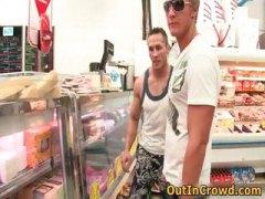מציצות הומואים בחוץ ציבורי ווייר