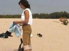 Amatorzy Na Plaży Brunetki Dobrze Obdarowana Nagość